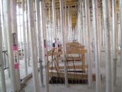 Konstrukcja wejścia do Afrykarium, a pod spotem zbiorniki na wodę